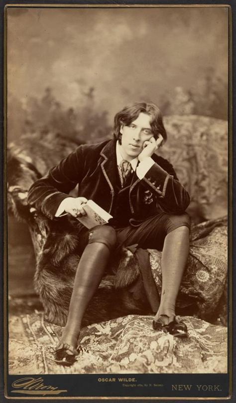 Napoleon Sarony (American, born Canada), 1821–1896) Oscar Wilde, 1882. Coleção do Metropolitan Museum of Art.